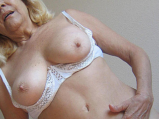 Blond aged mama gets nasty with toys